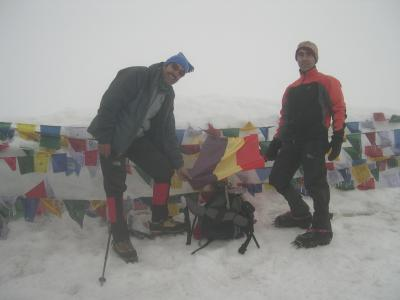 La tercer Republica en el Stock Kangri (6150m.). La proxima vez la colocaremos en el Everest.